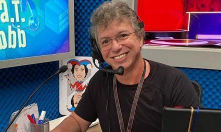 """Boninho cutuca A Fazenda e revela ansiedade por BBB21: """"Torcendo para chegar logo"""""""