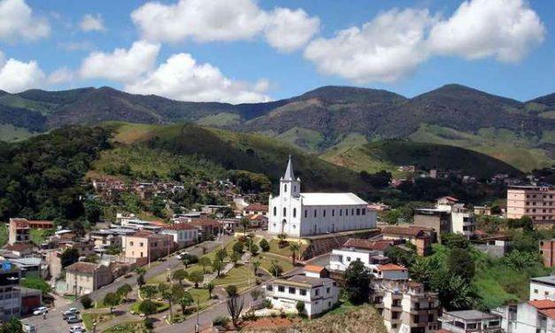 Lima Duarte, em MG, tem cachoeiras, rios coloridos e 'janela do céu'