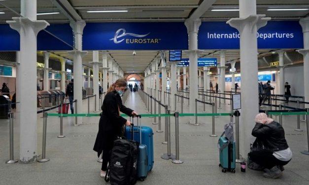 Suspensão de voos do Reino Unido vira 1ª medida de europeus na reação contra mutação do coronavírus