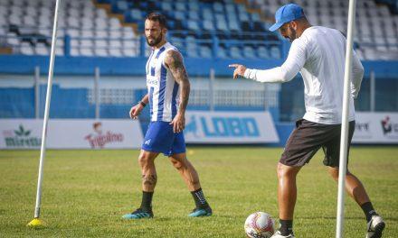 """Recuperado, PH faz primeiro treino no campo e espera poder encarar o Londrina: """"Luta diária"""""""