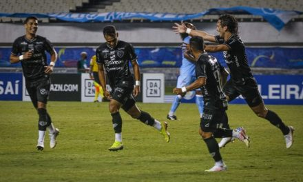 """Matheus dedica o gol à esposa, que passou mal antes do jogo com Covid-19: """"Ela me pediu ajuda"""""""