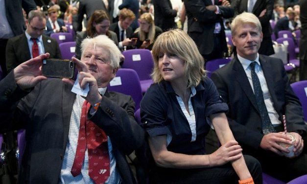 Pai de Boris Johnson pede cidadania francesa na véspera do Brexit