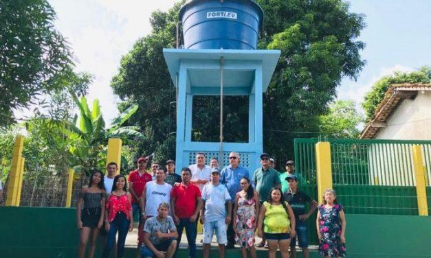 Moradores de Bacabalzinho comemoram a implantação do sistema de abastecimento de água da comunidade