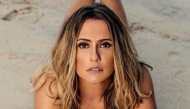 "Em Fernando de Noronha, Deborah Secco posa durante passeio de barco: ""Uau linda"""