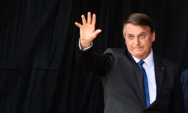 PDT protocola notícia-crime contra Bolsonaro por indefinição sobre vacinação
