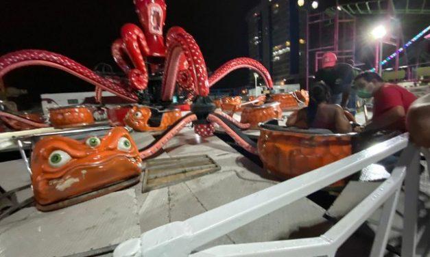 Brinquedo despenca em parque de diversões e deixa jovem ferida no litoral de SP