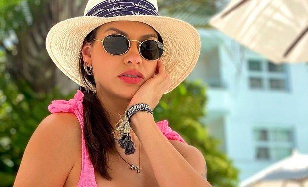 Andressa Suíta posta foto de biquíni  e faz sucesso na web