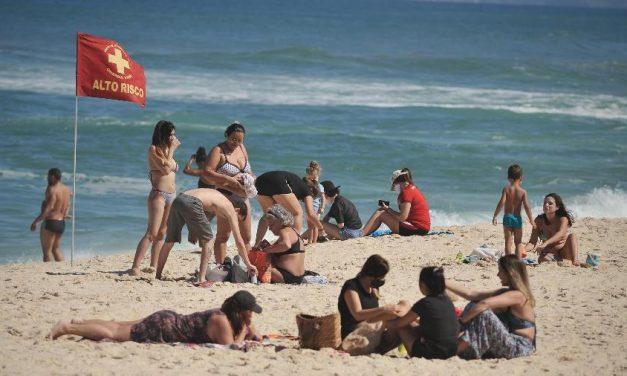 Prefeitura do Rio abre áreas de lazer e libera estacionamento na orla