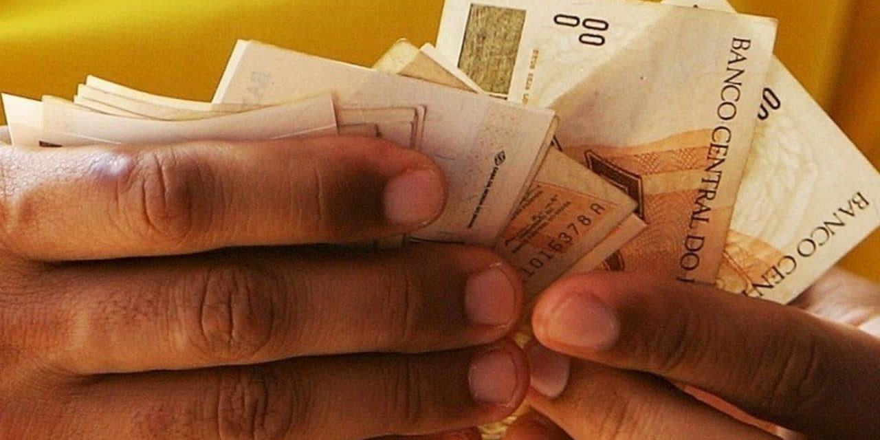 Benefícios do INSS acima do mínimo têm reajuste de 5,45%; teto sobe para R$ 6.433