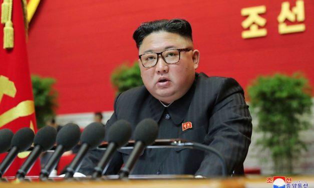 Líder norte-coreano se compromete a reforçar arsenal nuclear