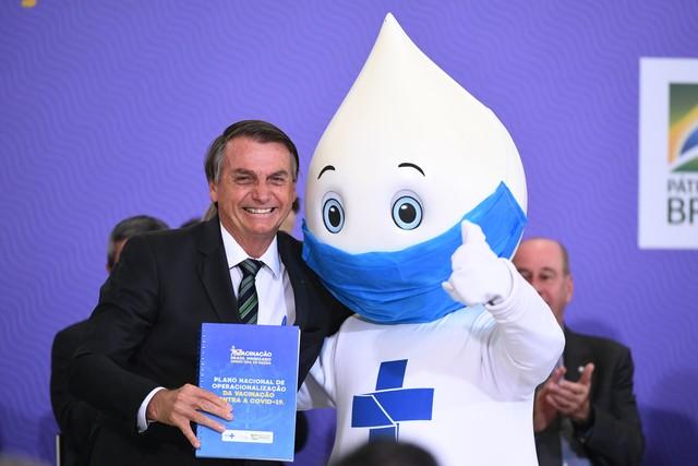 Bolsonaro tentou sabotar medidas contra Covid-19, diz relatório anual da Human Rights Watch
