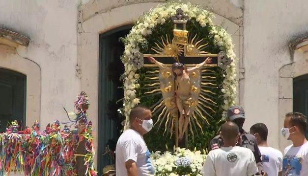 Sem cortejo de fiéis, Festa ao Senhor do Bonfim tem desfile de imagem peregrina por ruas de Salvador