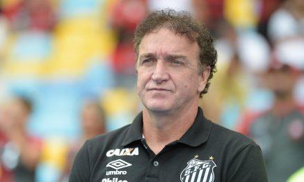 """Cuca faz mistério sobre estratégia do Santos até final, mas diz: """"Sem tirar o pé do acelerador"""""""