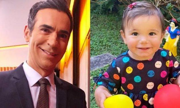 Filha de Cesar Tralli vira telespectadora do pai e protagoniza momento fofo