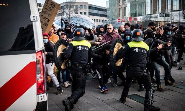 Premiê holandês condena saques e confrontos após toque de recolher