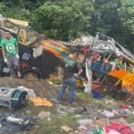 Acidente com ônibus deixa 21 mortos e 33 feridos na BR-376, em Guaratuba, diz PM