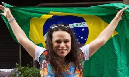 Bolsonaro tem que sair da Presidência, afirma Janaina Paschoal