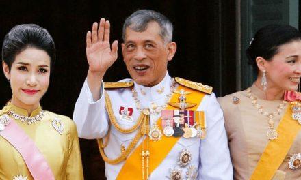 """Rei da Tailândia cumpre """"quarentena"""" com 20 esposas e 4 namoradas em hotel"""