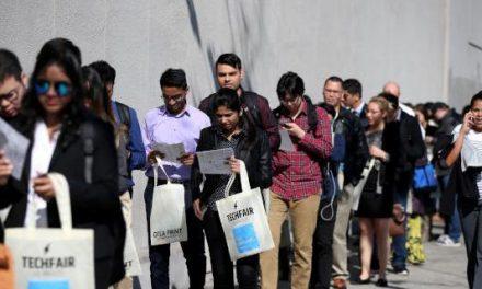 Cortes de empregos nos Estados Unidos disparam em março