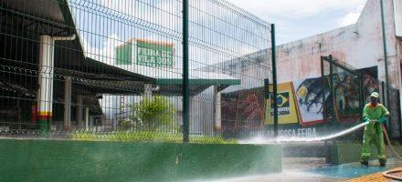 Prefeitura higieniza feira da Vila dos Cabanos