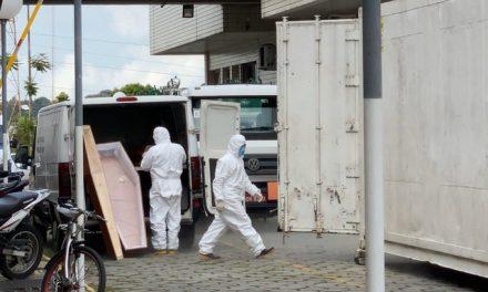 Hospital de Manaus recebe câmara frigorífica para mortos por Covid-19