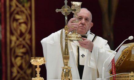 Papa pede que políticos busquem bem do país e não de partidos