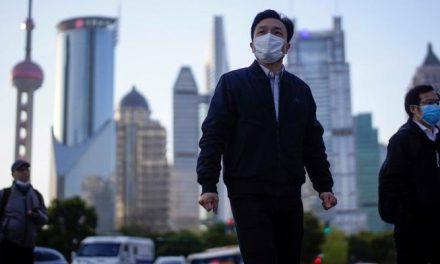 Crise faz China exercer agressiva 'diplomacia sanitária' e Ocidente reage