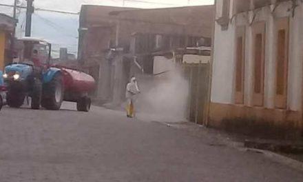 Prefeitura higieniza diversos pontos da cidade como prevenção ao COVID-19