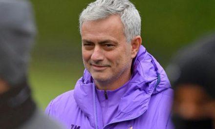 José Mourinho quer tentar encerrar temporada de futebol na Inglaterra