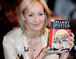 Saga Harry Potter completa 22 anos e autora doa 1 milhão a entidades