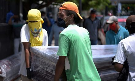 Um terço dos 2,7 milhões de moradores de Guayaquil, no Equador, contraiu a Covid-19