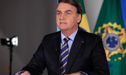 Bolsonaro desiste de pronunciamento e indica que irá a manifestação