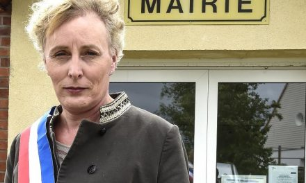 Franceses elegem primeira prefeita trans do país