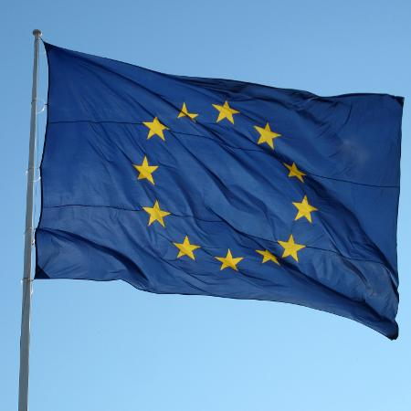 União Europeia pede que EUA reconsiderem sua decisão de cortar relações com a OMS