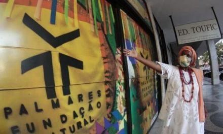Xingada por Sérgio Camargo, mãe de santo presta queixa na polícia