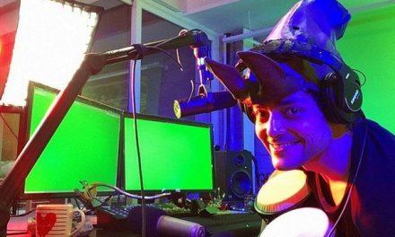 Eduardo Sterblitch estreia talk show e fala de processo criativo na quarentena: 'Pinto no lixo'
