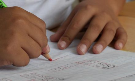 Possibilidade de volta às aulas deixa pais e filhos preocupados e apreensivos