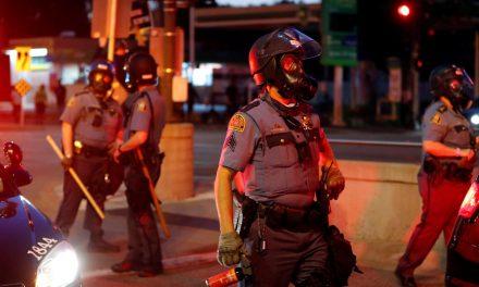 Conselho em Minneapolis vê alternativa para substituir polícia