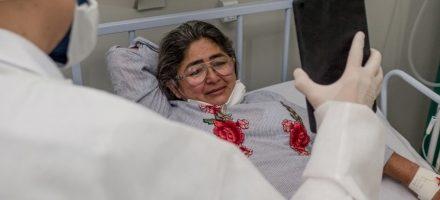 Internados no Hospital de Campanha mantém contato com familiares por videochamadas