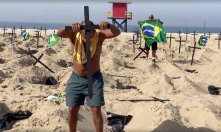 Taxista que recolocou cruzes em Copacabana pede respeito a vítimas de covid