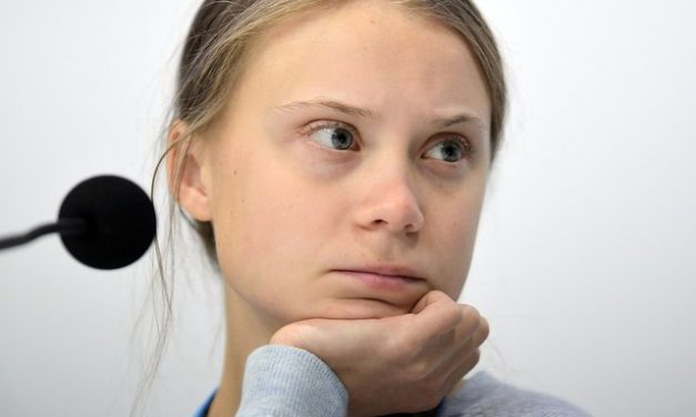 Greta Thunberg diz que o mundo superou 'ponto de inflexão social'