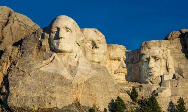 Trump é criticado por visita ao Rushmore, considerado racista por indígenas