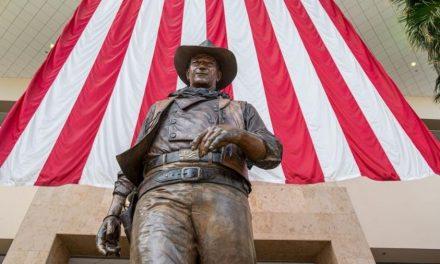 Líderes pedem remoção de estátua de John Wayne do condado de Orange