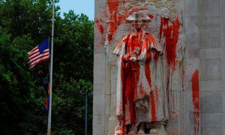 Trump diz que rastreia suspeitos de mancharem estátua de George Washington