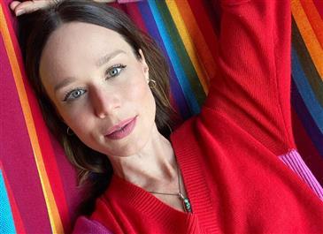 """De biquíni, Mariana Ximenes posta acrobacia e fã reage: """"Chocado com a elasticidade"""""""