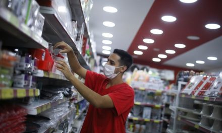 Com pandemia, fechamento de vagas formais atinge mais quem ganha de 1 a 2 salários mínimos