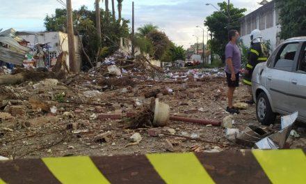 Explosão em empresa de refrigerantes atinge carro, casas e assusta moradores em Fortaleza
