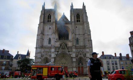 Incêndio atinge catedral de Nantes, na França