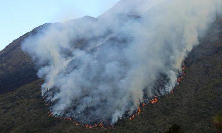 Incêndio na Serra da Mantiqueira já dura 3 dias e fogo avança em SP