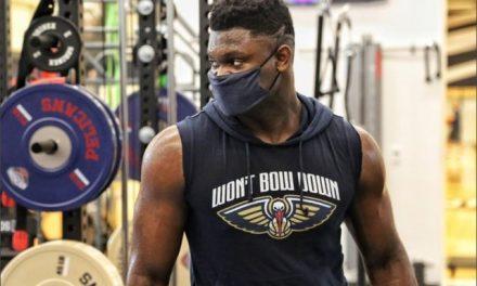 """Zion Williamson retorna à """"bolha"""" da NBA após 10 dias fora: """"Ansioso para voltar à quadra"""""""